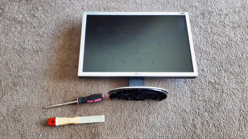 Tools to remove monitor bezel